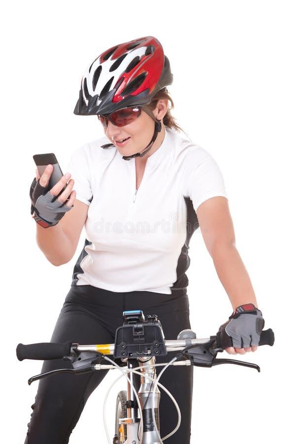 Flickacyklist som talar på telefonen royaltyfri bild
