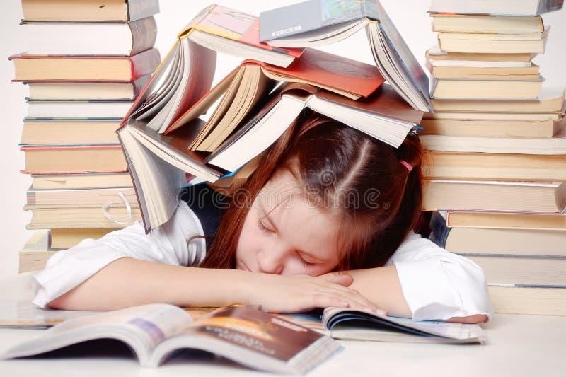 Flickadeltagare med böcker royaltyfria foton