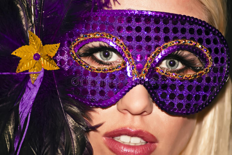 flickagrasmardien maskerade maskeraddeltagaren arkivfoton
