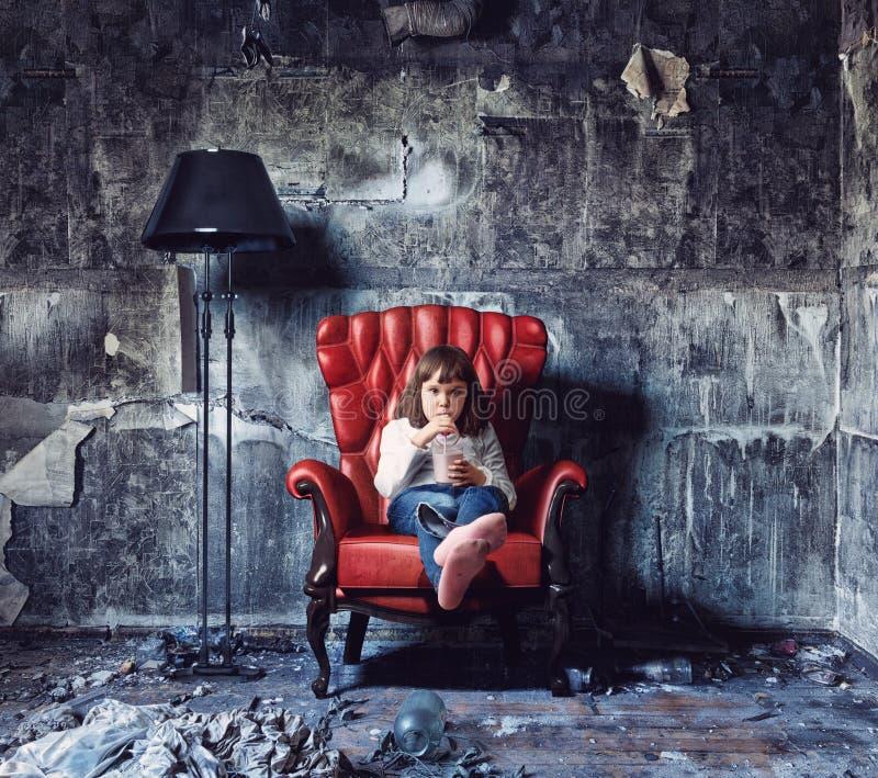 flickagrungeinterior fotografering för bildbyråer