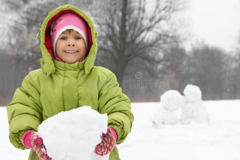 flickahandhållen klumpa sig snow arkivbild
