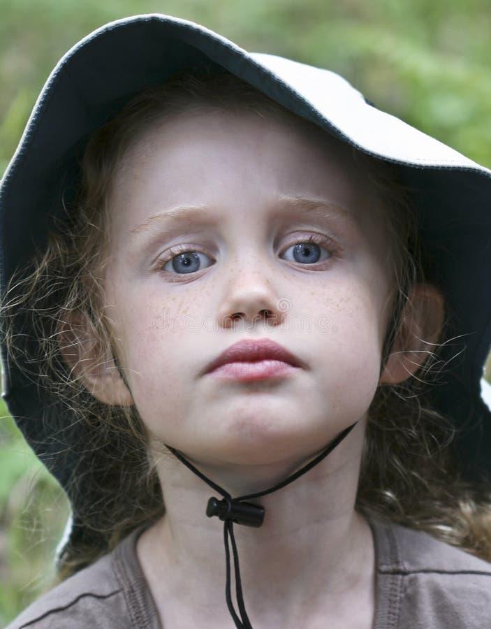 flickahatt little ståendewhite arkivbilder