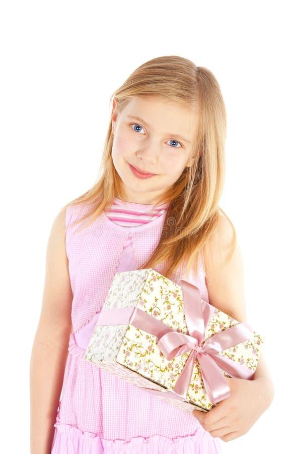 flickaholding över le white för present royaltyfri bild