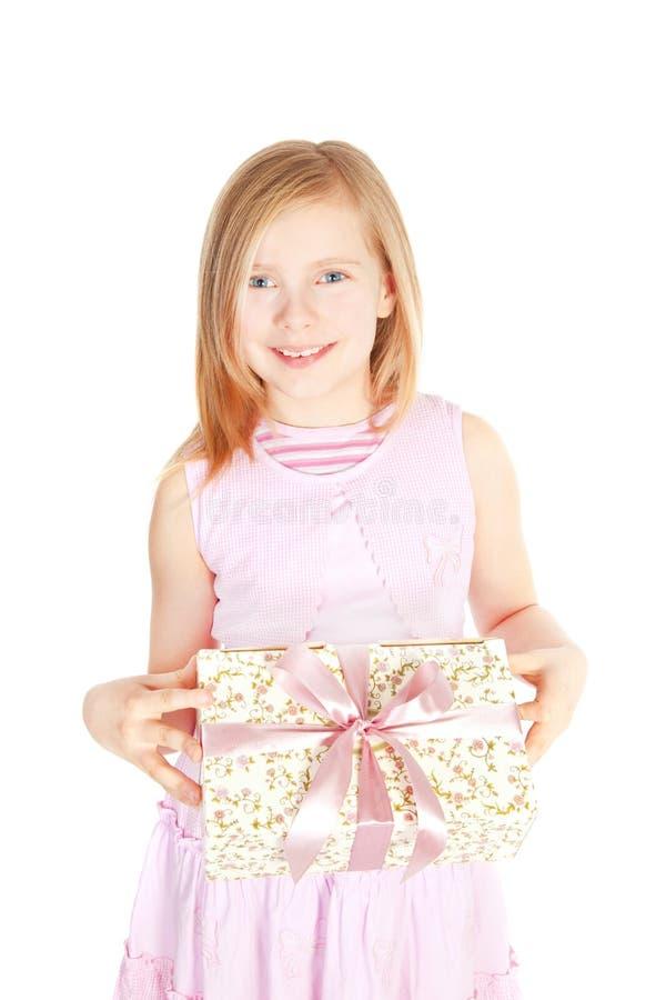 flickaholding över le white för present arkivbilder