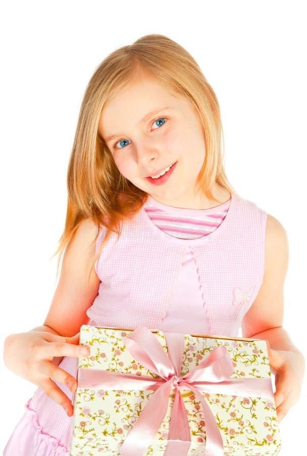 flickaholding över le white för present arkivfoton
