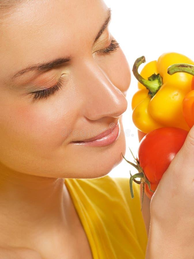 flickaholdinggrönsaker fotografering för bildbyråer