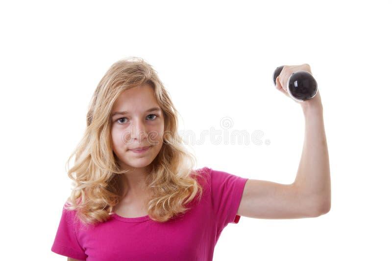 Flickan är sportslig med hantlar royaltyfria bilder