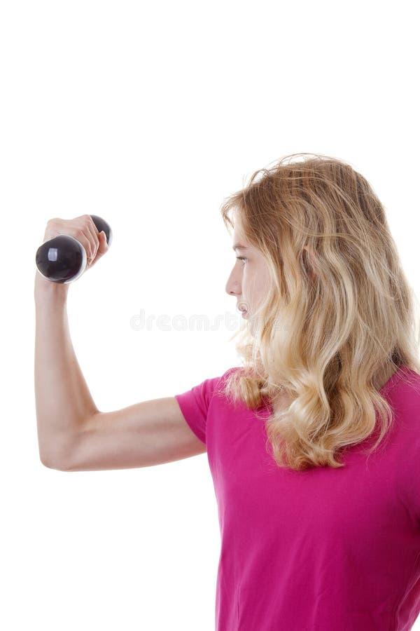 Flickan är sportslig med hantlar arkivfoton