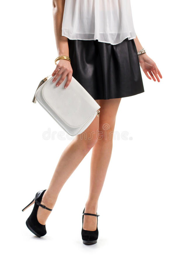 Flickan bär den svarta kjolen royaltyfri fotografi