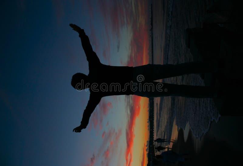 flickan för destinationen har sista henne det nedda havet fotografering för bildbyråer
