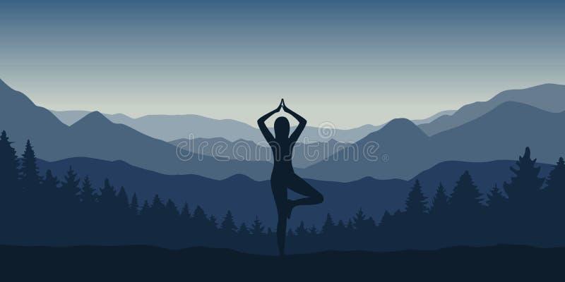 Flickan gör yoga att posera på det härliga blåa berg- och skoglandskapet royaltyfri illustrationer