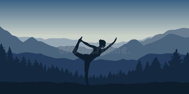 Flickan g?r yoga att posera p? det h?rliga bl?a berg- och skoglandskapet royaltyfri illustrationer