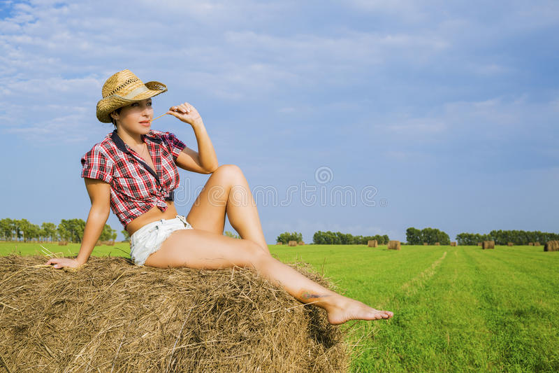 Flickan i cowboyhatten royaltyfri bild