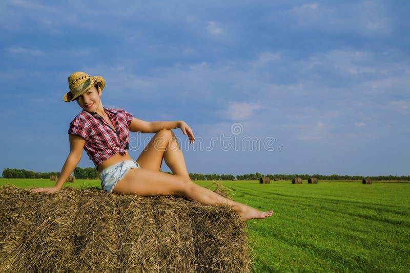Flickan i cowboyhatten royaltyfri fotografi