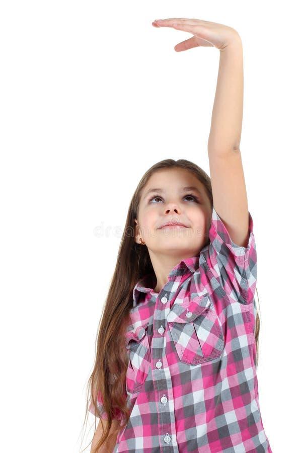 Flickan mäter tillväxten av dess royaltyfri bild