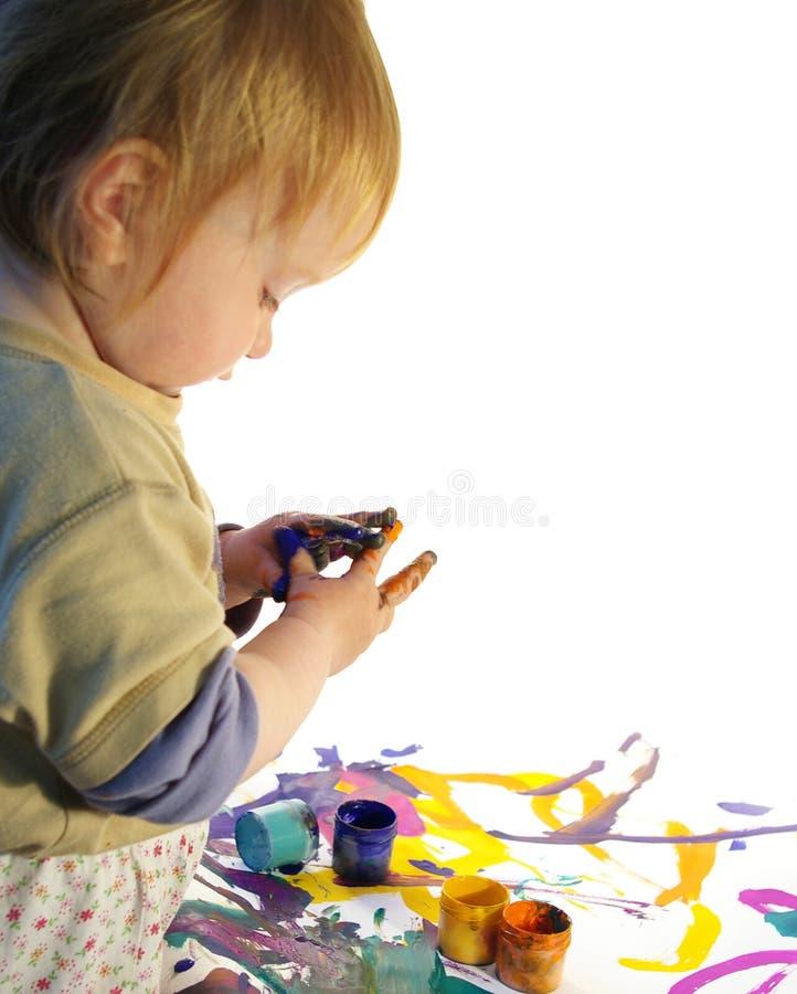 flickan målar litet royaltyfria bilder