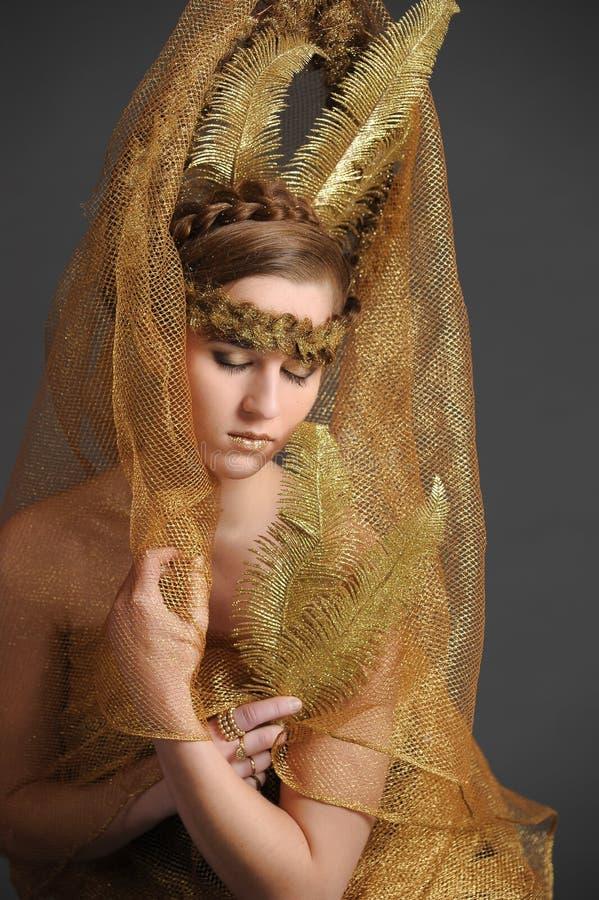Flickan med det guld- håret arkivfoton