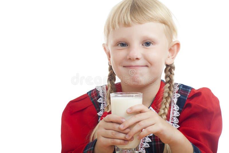 Flickan med mjölkar royaltyfria bilder