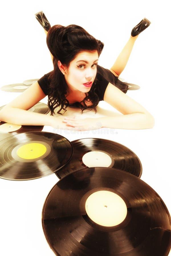 Flickan med phonographyanalog antecknar musikvännen royaltyfria bilder