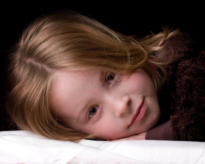 flickaståendebarn royaltyfri bild