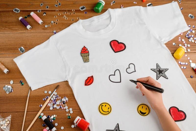 Flickateckning på enskjorta arkivfoto