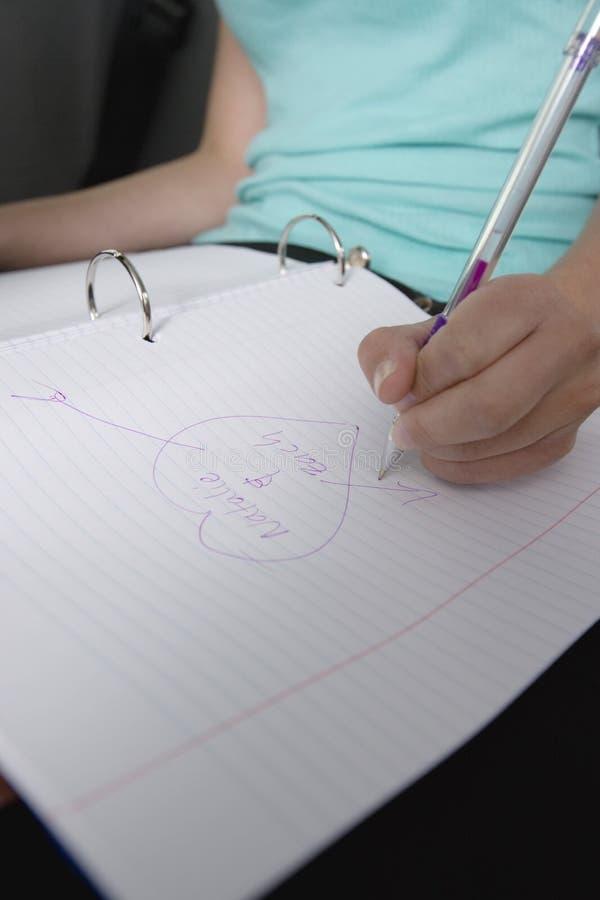 Flickateckningshjärta Shape med fruktdrycks namn arkivfoto