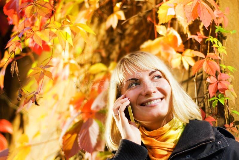flickatelefonsamtal fotografering för bildbyråer