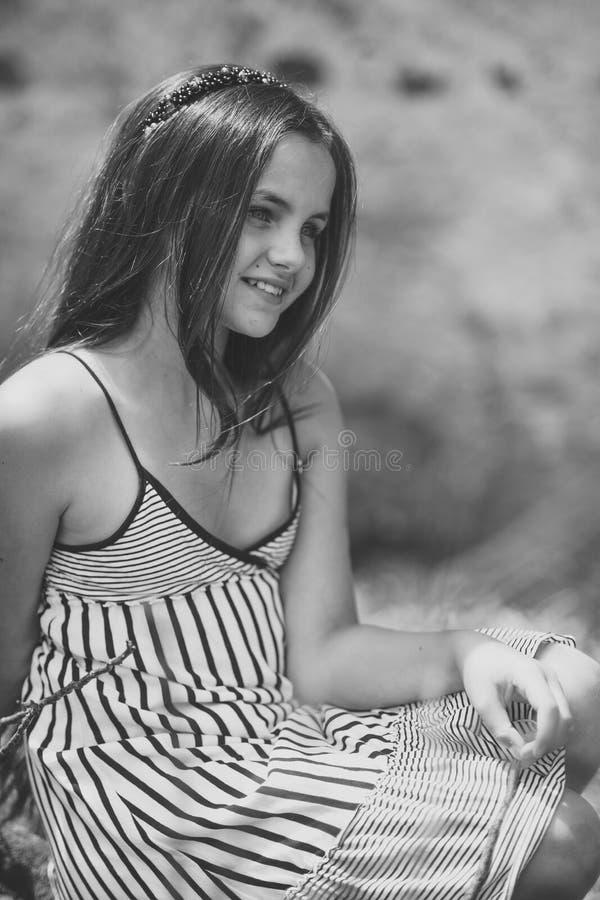Flickatonåring Tonårigt tonårs-, ungdom, livsstil royaltyfri bild