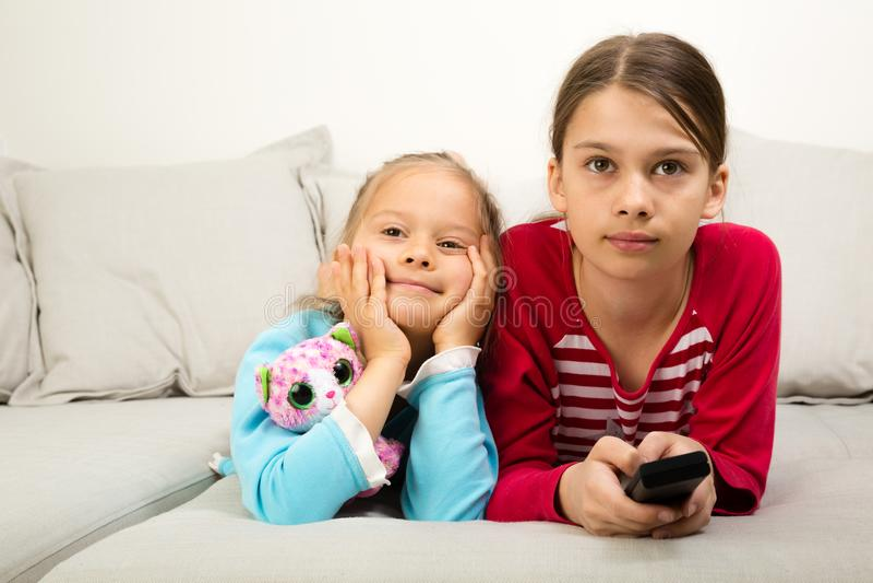 flickatv två som håller ögonen på arkivfoton