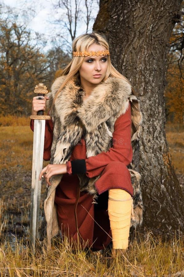 flickaviking krigare royaltyfri bild