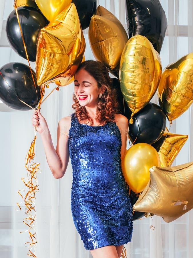 Flickor festar den lyckliga gladlynta damen f royaltyfria foton