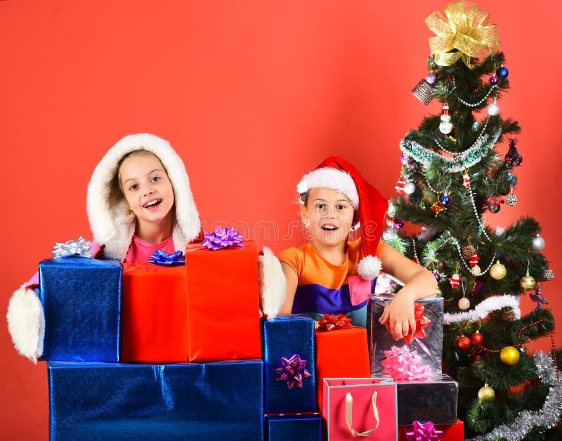 Flickor firar nytt år Festa och feriebegrepp royaltyfri foto