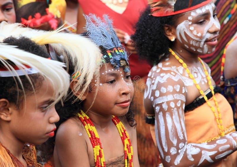 Flickor från grundskolan SD Negery 02 Amban royaltyfria bilder