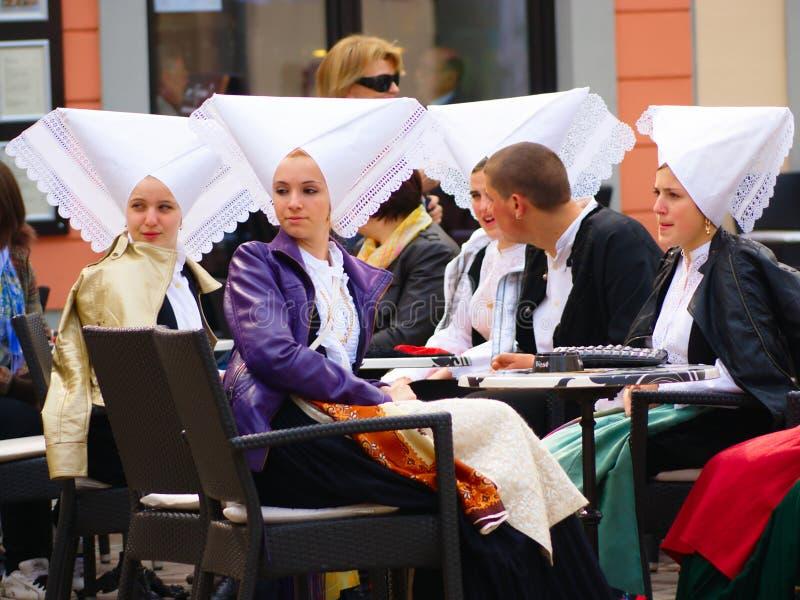 Flickor från Pag, Kroatien royaltyfria bilder
