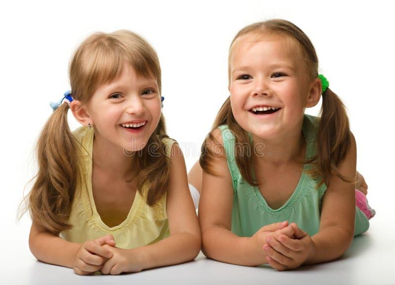 flickor little som leker två arkivfoton