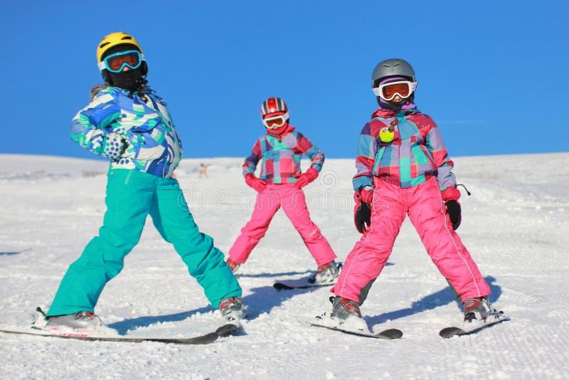 Flickor på snowen royaltyfri foto