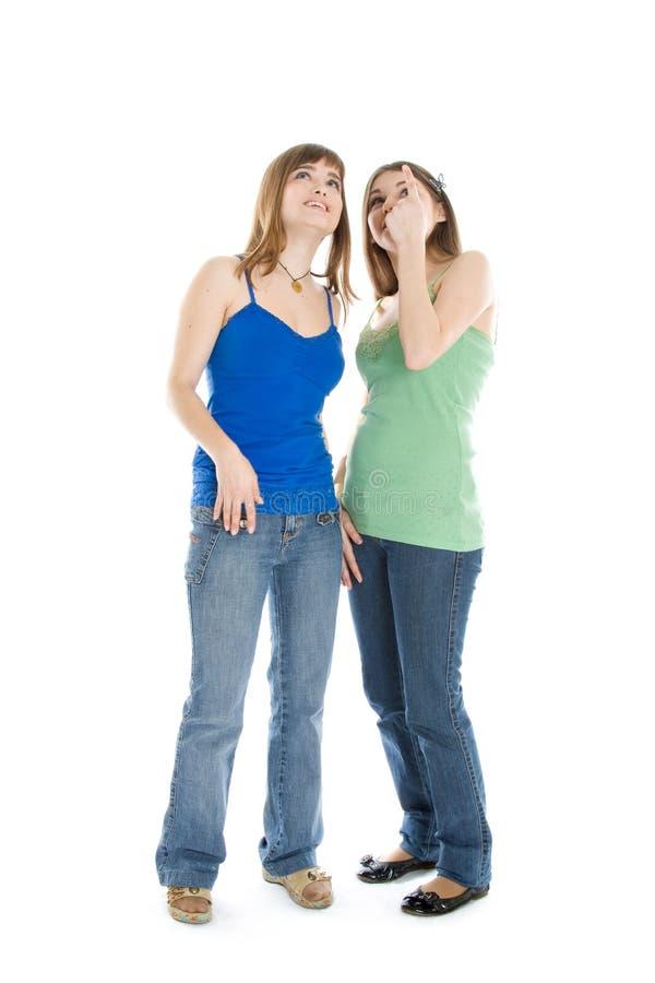 flickor som ser upp tonårs- två royaltyfri foto