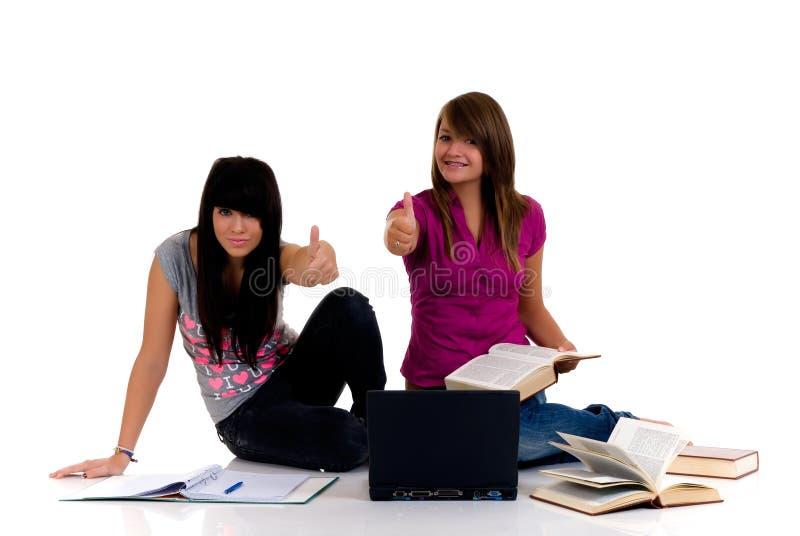 flickor som studerar tonåringen royaltyfria bilder