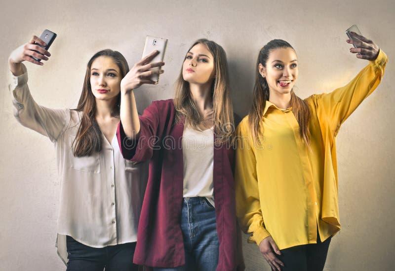 Flickor som tar en Selfie arkivfoto