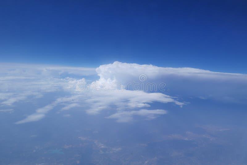 Fliegen über Afrika lizenzfreies stockfoto