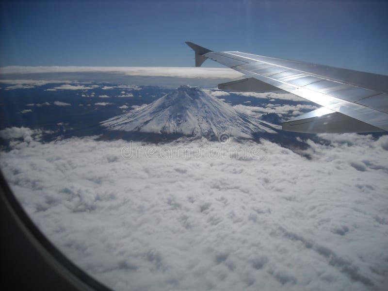 Fliegen über das Cotopaxi lizenzfreies stockfoto