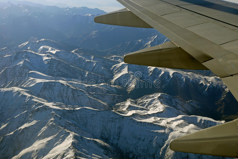 Fliegen über die Atlas-Berge stockbild