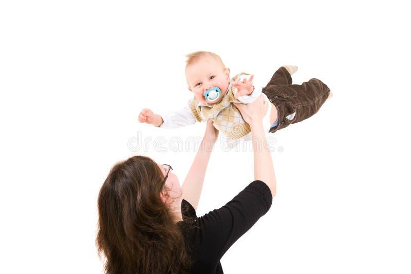 Fliegen in die Hände der Mama stockbild