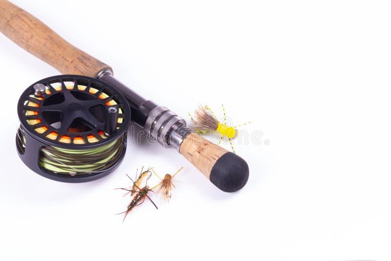 Fliegen-Fischereiausrüstung auf Weiß stockbild