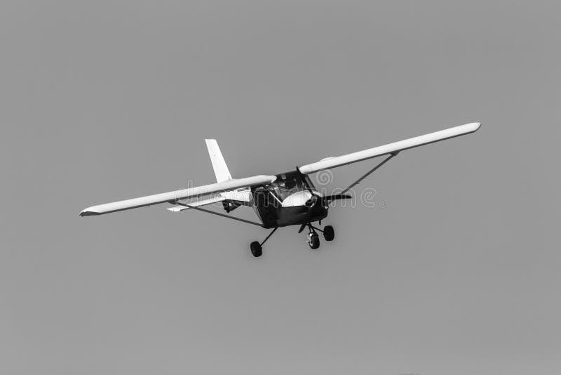 Fliegen-Leichtflugzeug-Flugzeug lizenzfreie stockbilder