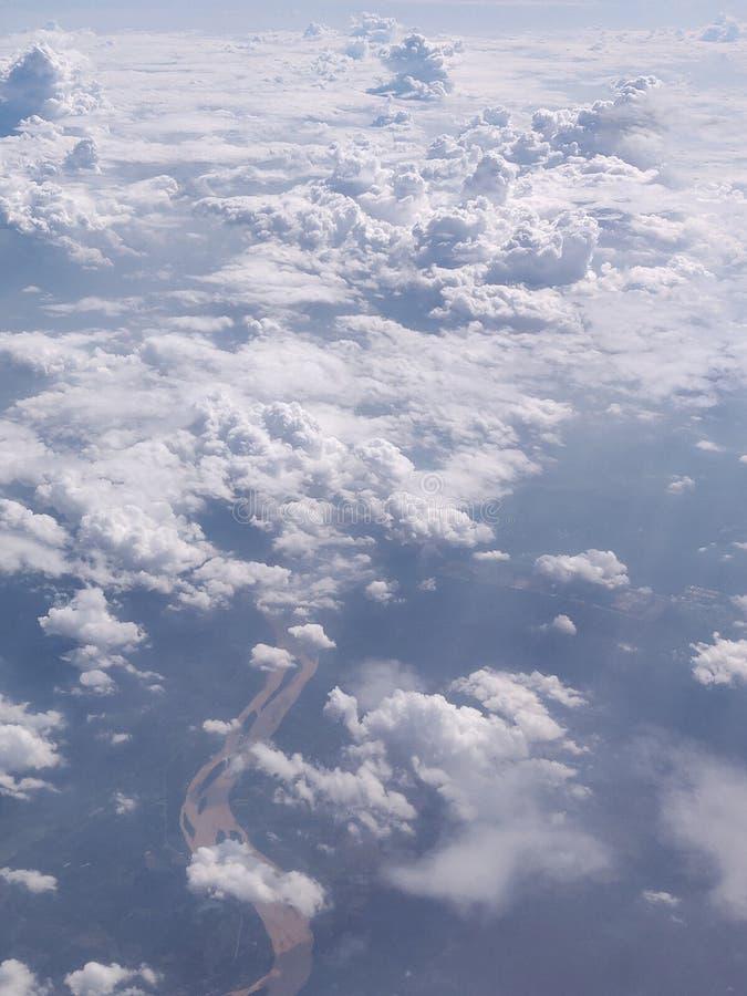 Fliegen und Reisen, Ansicht vom Flugzeugfenster auf dem Fl?gel stockfoto