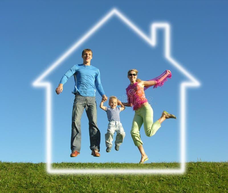 Fliegenfamilie mit Traumhaus stockfotos