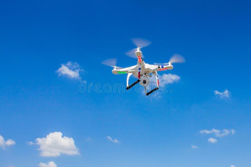 Fliegenviererkabelhubschrauber lizenzfreies stockfoto