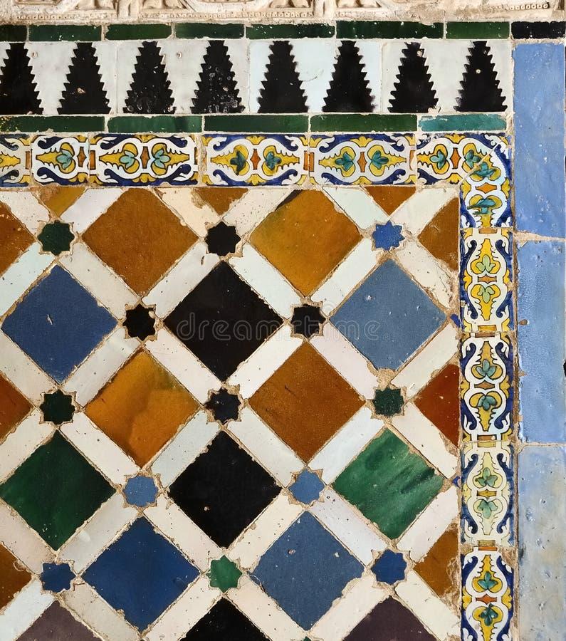 Fliesen und Carvings in Alhambra, Granada, Spanien lizenzfreies stockfoto