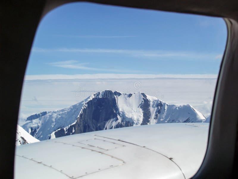 Flightseeing-Ansicht von Bergen in Nationalpark und in Konserve Denali nahe Talkeetna, Alaska stockfotos